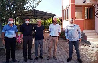Kaymakam Demiryürek Dr. Mustafa Ağlamaz' ı Başarı Belgesi ile ödüllendirdi.