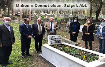 CHP İl Yönetimi Selçuk Gedikliyi Mezarı başında andı.