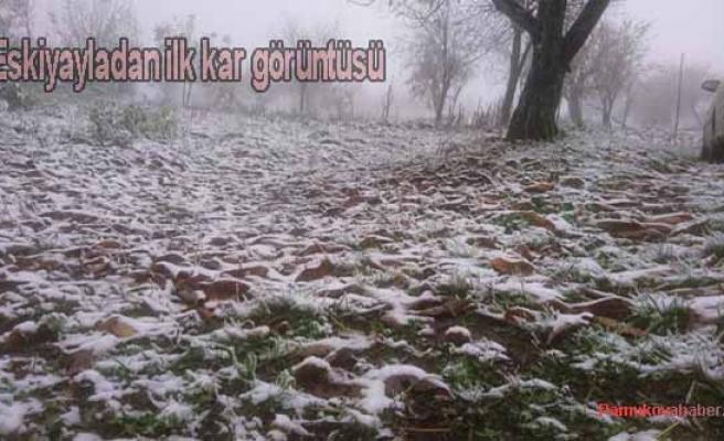 Pamukova'ya yılın ilk karı yağdı