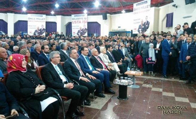 Ak Parti Aday tanıtım toplantısı Kültür Salonuna sığmadı.