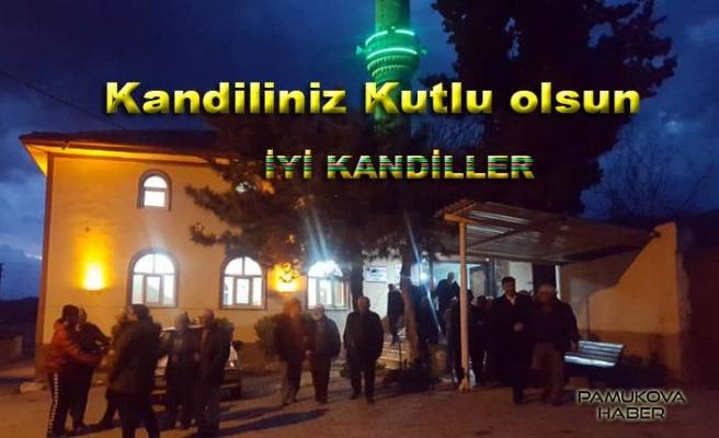 Pamukova da Regaip Kandili gecesi camilerde dualar edildi.