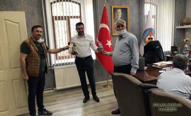 CHP'liler Eczacılar Günününde Başkan Güven Övün'ünde gününü kutladılar.