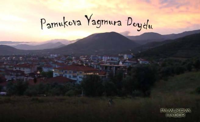 Pamukova yağmura doydu, dolu ise çiftçiyi korkuttu.