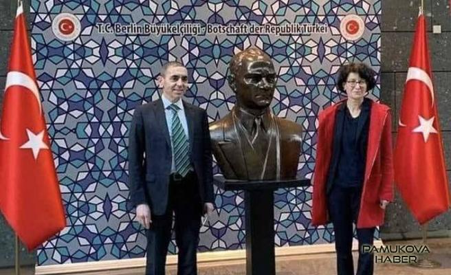 Muhteşem Türkler Merkel'den Liyakat nişanı aldılar.