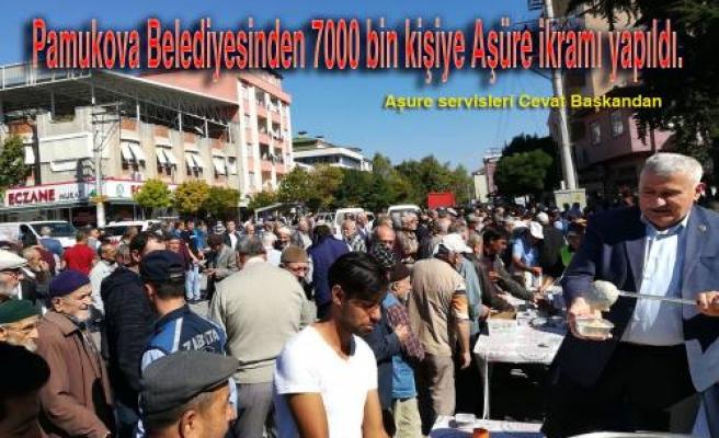 Belediye 7 bin kişiye aşure ikramı yaptı.