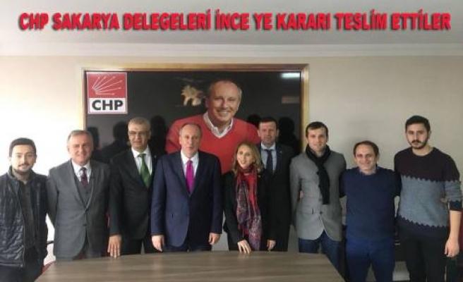 CHP'nin 14 Kurultay Delegesi İnce'ye destek imzalarıni teslim ettiler.
