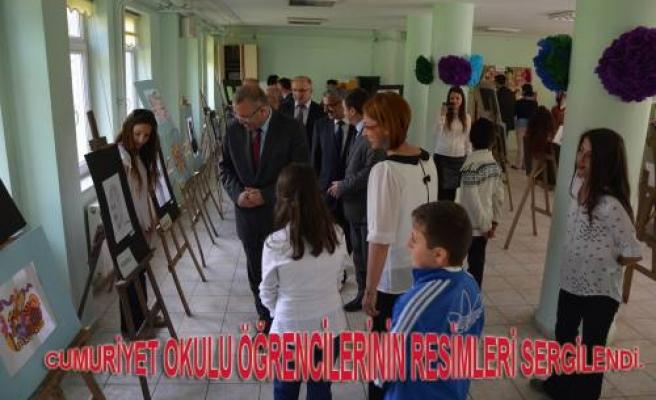 Cumhuriyet Okulu öğrencilerinin yaptıkları resimler sergilendi.