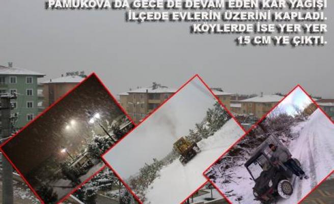 Pamukova karla uyandı.