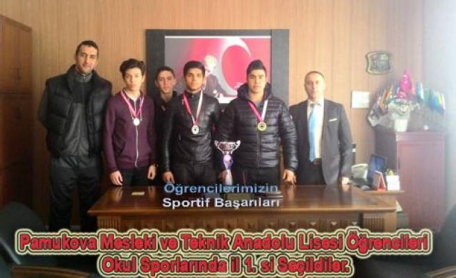 Pamukova Mesleki ve Teknik Anadolu Lisesi öğrencileri Okul Sporlarında il birincisi seçildiler.