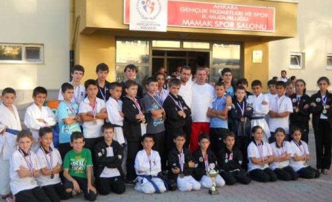 Pamukovalı karateciler madalya avında