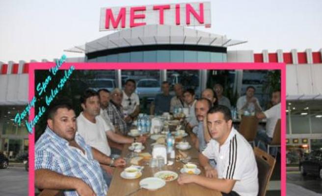 Sakaryaspor tribün lideri Baba Murat'dan iftar yemeği.