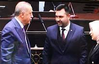Tayip Erdoğan Güven Övüne rozet taktı.