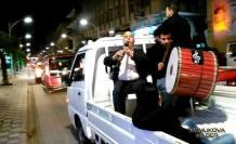 Cevat Keser Sevenler dün gece araçlarla şehir turu attılar.