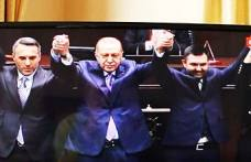 Güven Övün'e Recep Tayip Erdoğan Parti Rozetini taktı.