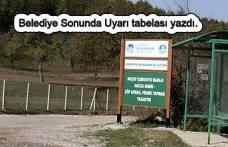 Belediye sonunda Akçay için uyarı tabelası astı.