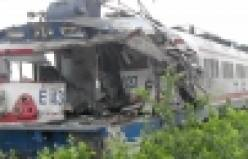 Pamukova da tren tıra çarptı