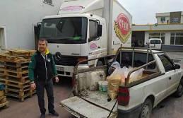 Toptancı Çevik Bakliyattan Sokak Hayvanlarına makarna.