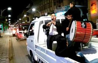 Cevat Keser Sevenler dün gece araçlarla şehir turu...