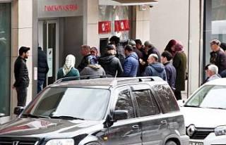 Pamukova'da Sokaklar sessiz, Banka da kuyruk var.