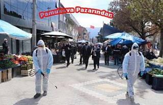Pamukova Belediye Başkanı Pazarda dezenfekte çalışmalarını...