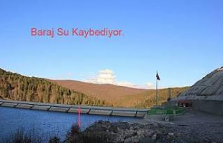Akçay Barajı Su kaybediyor.