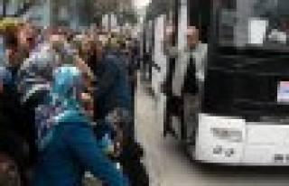 Umre'ye giden 120 kişilik kafile dualarla uğurlandı