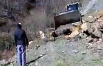 Pamukova ile Kocaeli arasındaki dağ yolunda heyelan oldu.