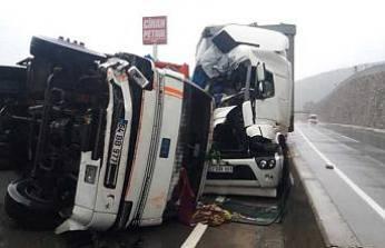 D-650 yolunda kaza, yol ulaşıma kapandı.