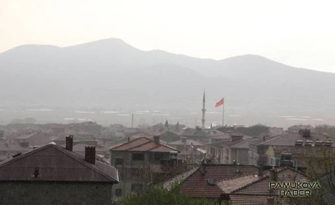 Pamukova'da Beklenen yağmur yüksekten geçti.