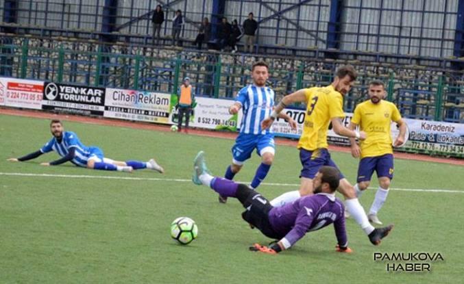Yenişehirspor taraftarı Pamukova 1968'i ayakta alkışladı.