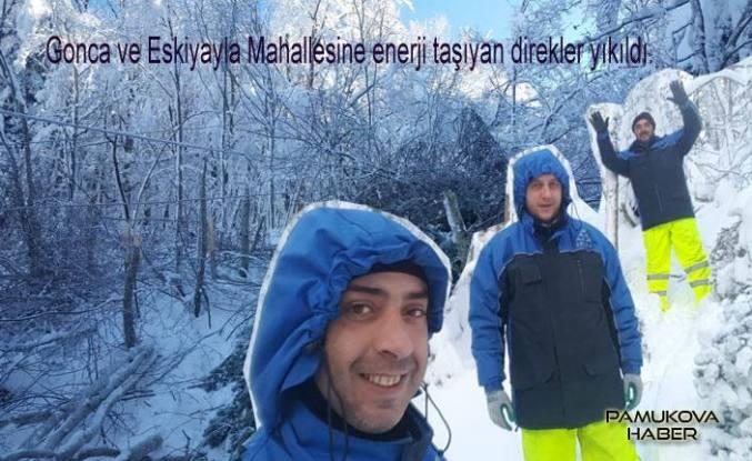 Pamukova yükseklerinde kar yağışı enerji kesintisine neden oldu.