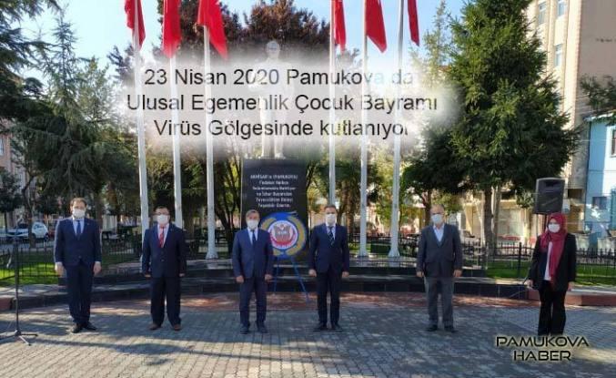 Pamukova'da 23 Nisan Evlerde kutlanmaya devam ediyor.