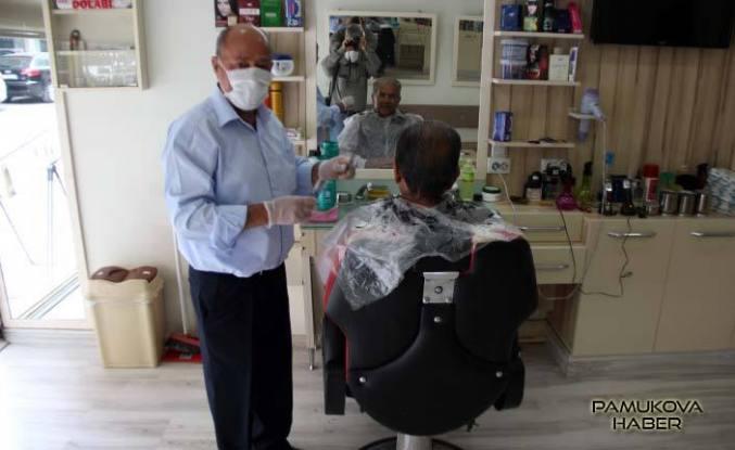 Berber Abbas'tan sağlıkçılara bedava tıraş.