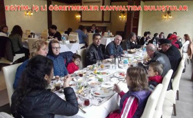 Eğitim İş üyesi öğretmenler kahvaltıda buluştu.